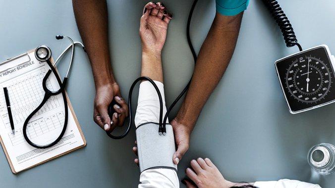 hipertenzija i automobil