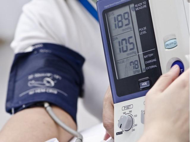 Pravilno mjerenje krvnog tlaka: mjerite li ga na obje ruke?