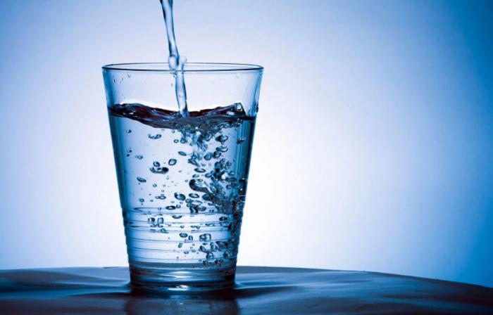 koliko tekućine morate piti hipertenzije)