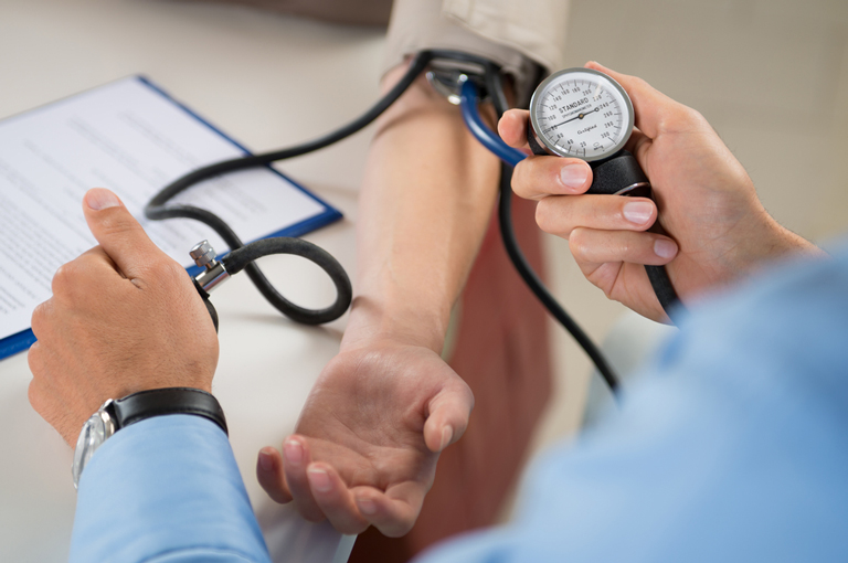 Povišeni krvni tlak u srednjoj životnoj dobi povećava rizik od demencije