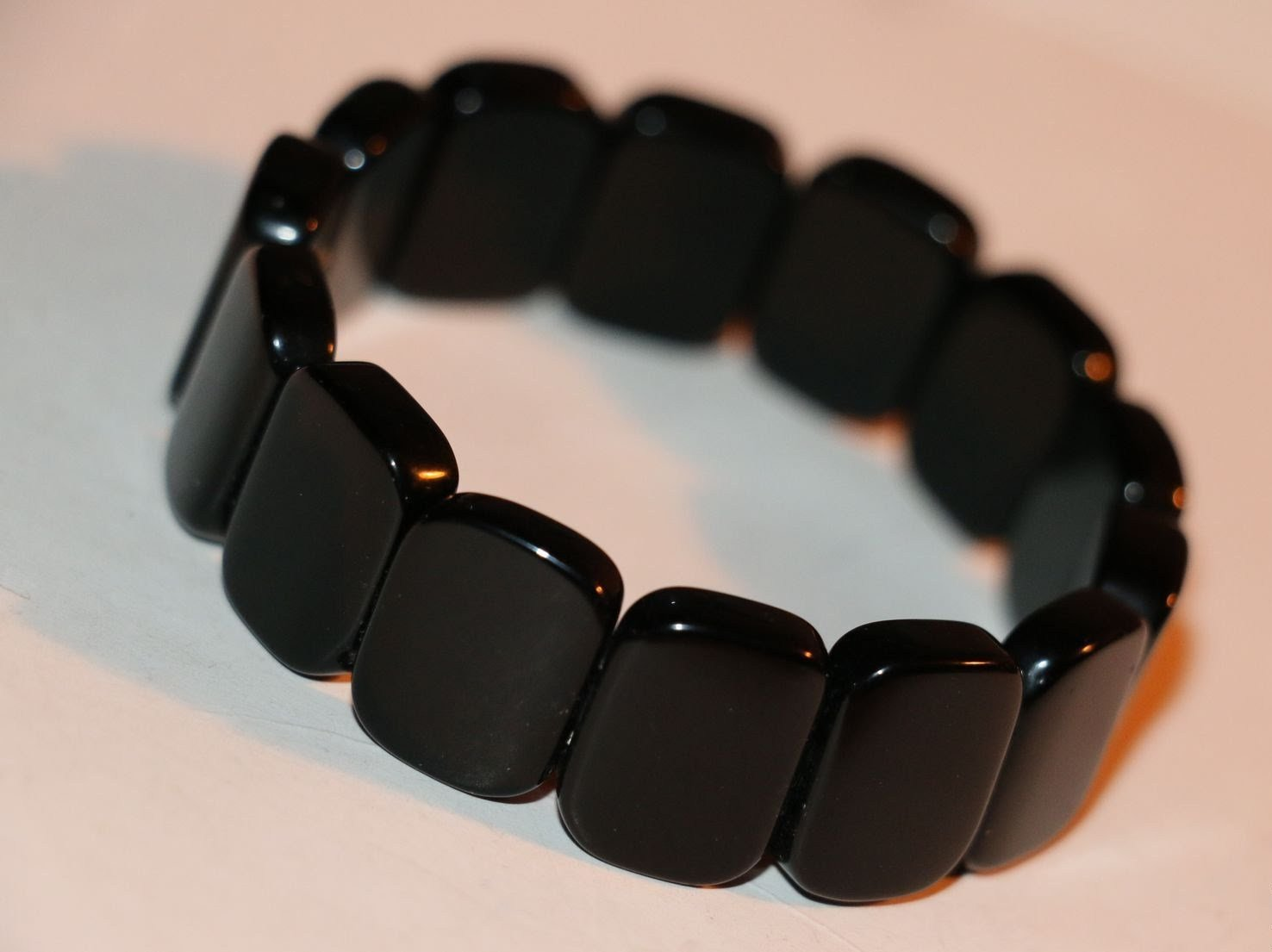 Narukvica crne jade (Byanshi). Svojstva, fotografija, recenzije