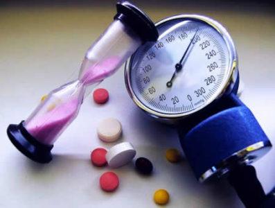 uzrokuje hipotenziju i hipertenzije on pati od hipertenzije