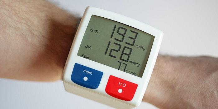 povećan krvni tlak)
