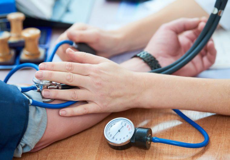 ari simptomi hipertenzije