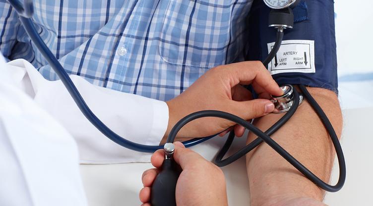 Hipertenzija u fotografijama starijih osoba