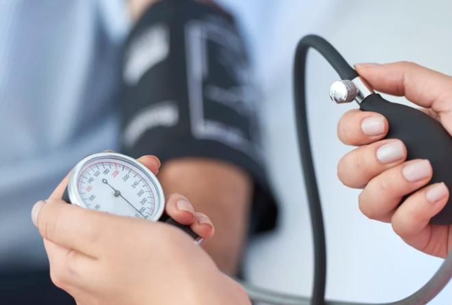 kako se visoki krvni tlak bolesti)