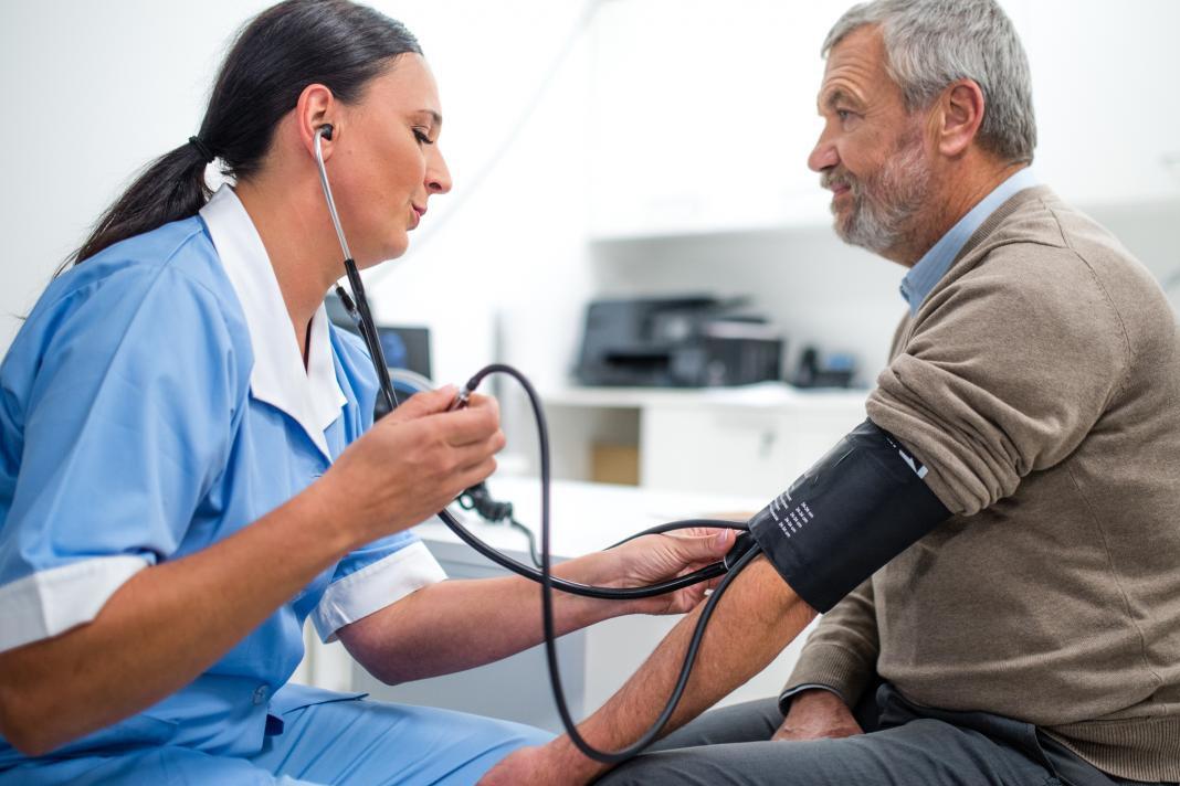 visoki krvni tlak u glavi)